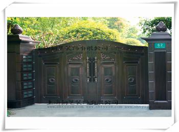 铜院墙大门